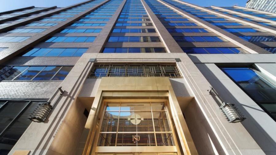 Portada  Amiguismo, maltrato y acoso laboral: algo pasa en el consulado español en Nueva York.