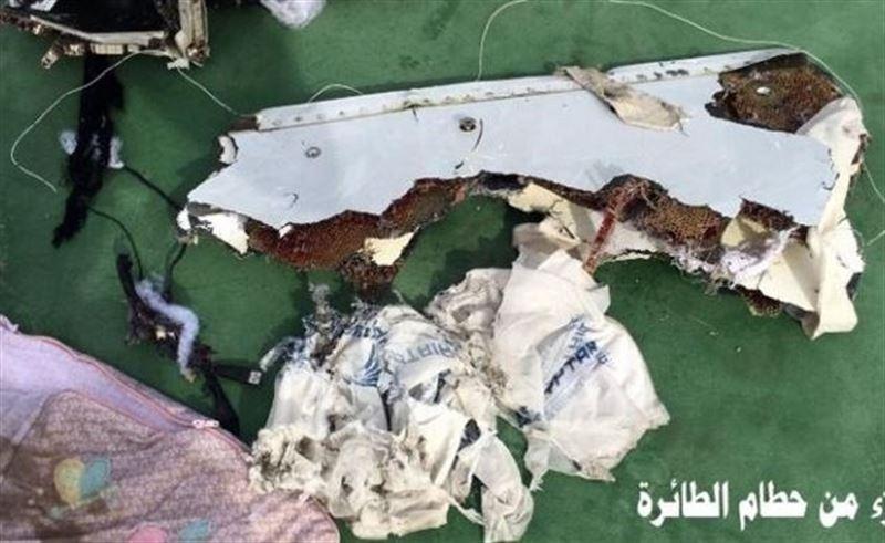 Portada  El examen de restos humanos apunta que el avión de EgyptAir sufrió una explosión a bordo
