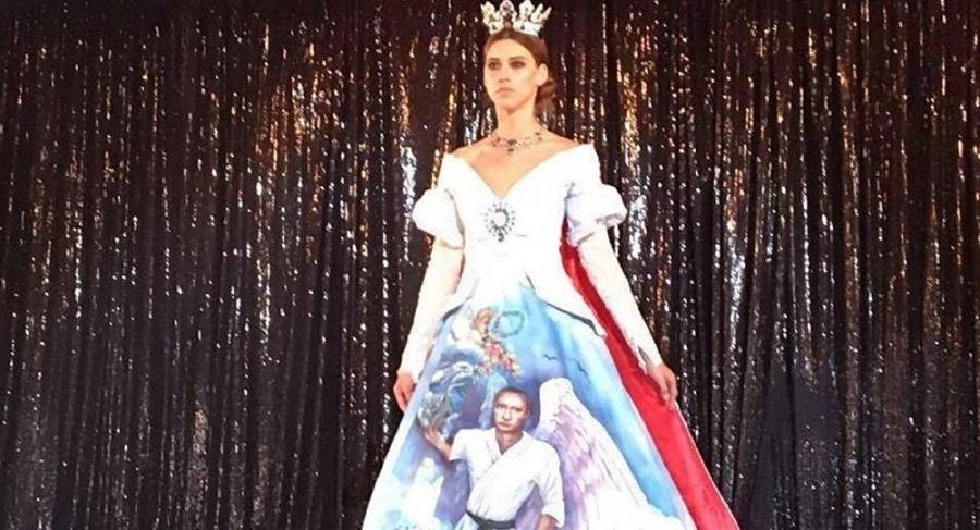 Mujeres Mujeres Mensaje político: diseñadores árabes presentan vestido con la imagen de Putin