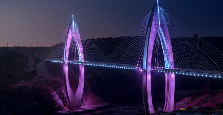 Portada  El puente Mohamed VI brilla en la noche de Rabat