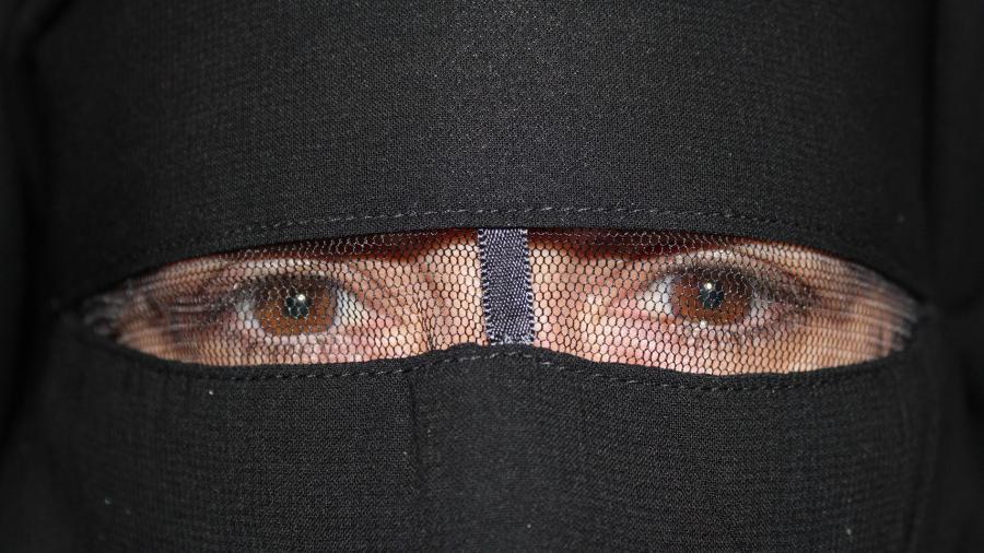"""Portada  Madrid a través de un niqab: """"Sólo una monja se apiadó de mí, la gente huía"""""""