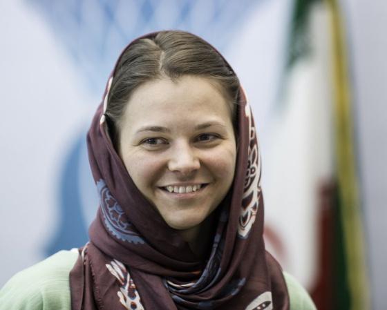 Portada  La campeona del mundo de ajedrez no competirá en Arabia Saudí porque la obligan a llevar túnica
