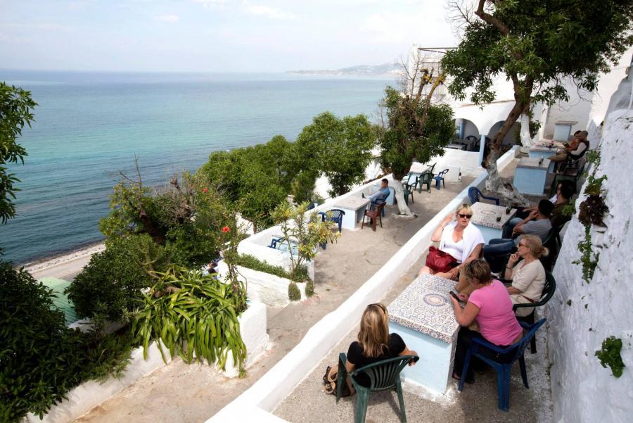 Turismo Turismo Cafés de Tánger entre minaretes verdes