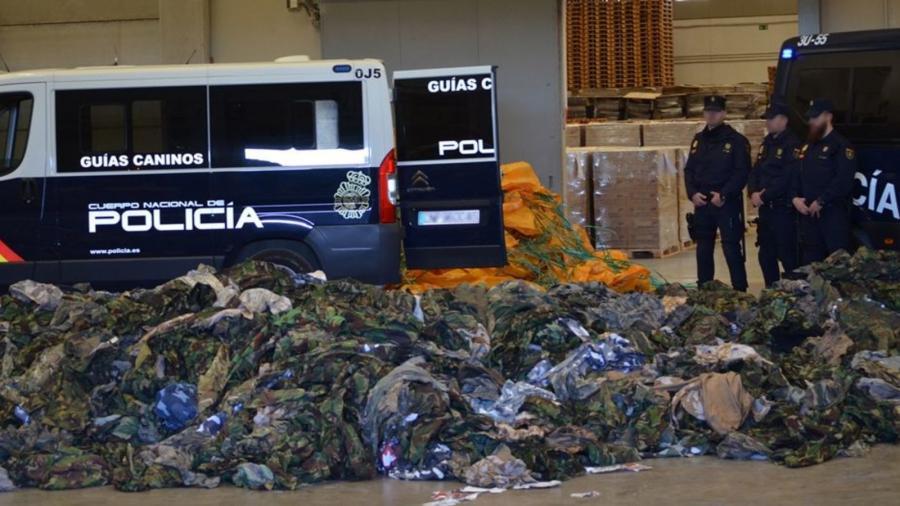 Portada  La Policía intercepta 20.000 uniformes militares destinados a terroristas del Daesh.