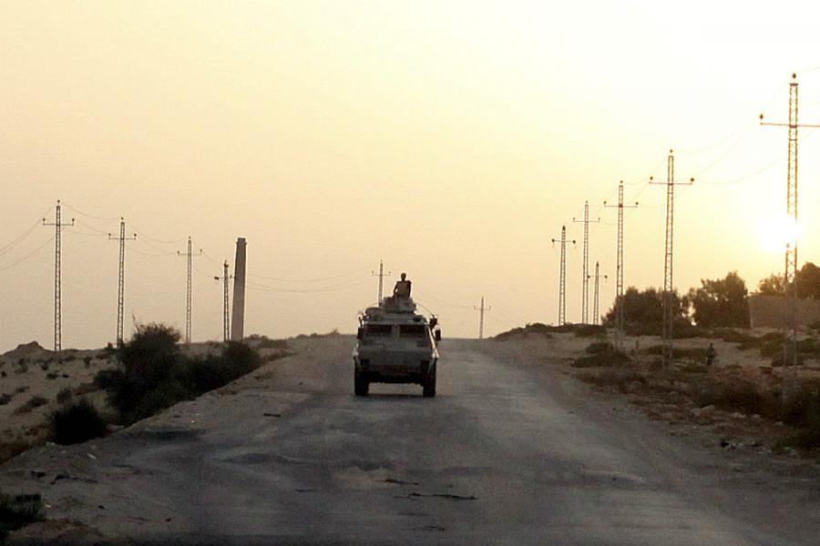 Portada  Trece policías egipcios muertos en un ataque en el Sinaí reivindicado por el ISIS