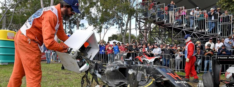 Deportes Deportes Alonso sale ileso de un espectacular accidente en Australia