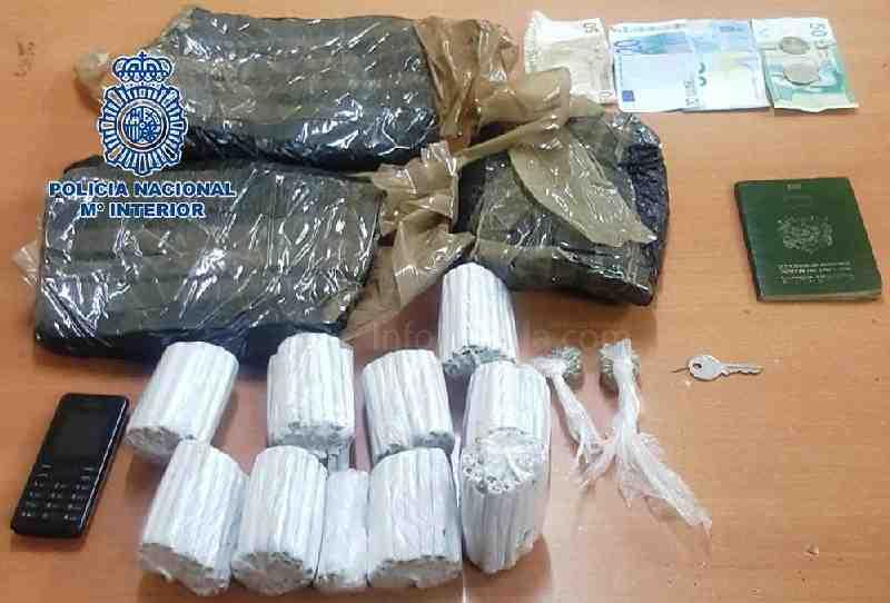 Portada  Detenido un joven marroquí con 370 cigarrillos y 620 gramos de kiffi