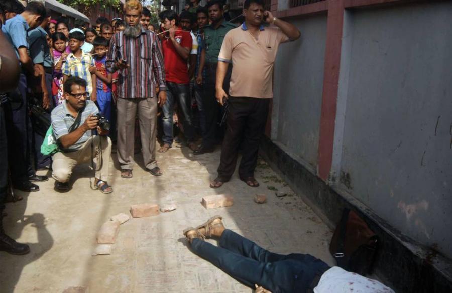 Internacional Internacional Asesinado un profesor universitario en Bangladesh en un aparente ataque yihadista