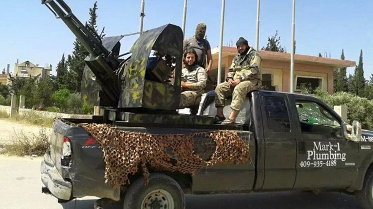 Portada  Un estadounidense exige un millón de dólares a Ford al ver que yihadistas usan su camioneta
